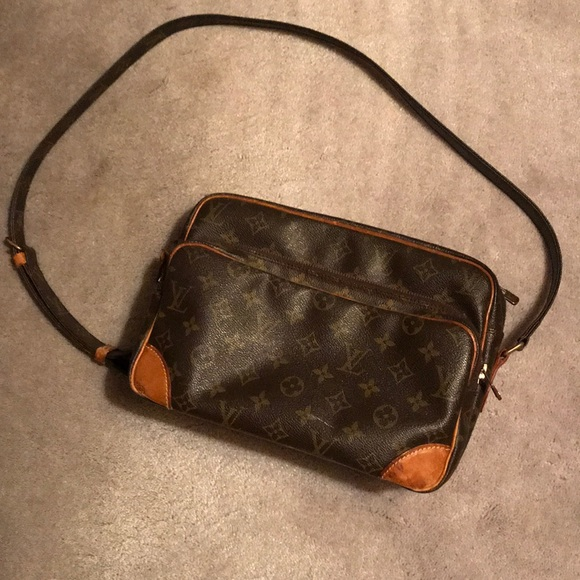 0e1b5049c9e2 Louis Vuitton Handbags - Louis Vuitton shoulder bag